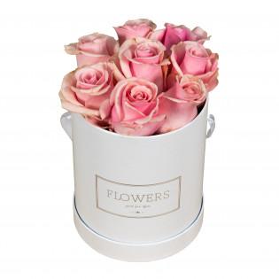 Róże różowe w pudełku