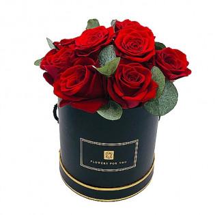 Róże z zielenią w pudełku
